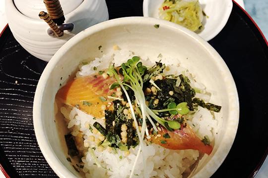 県産米を使った本格だし茶漬け(梅・はまぐり・鮭・金目鯛)